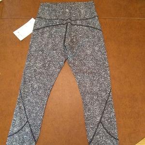 lululemon athletica Pants - NWT In Movement 7/8 Tight, Sz 6, DFSB
